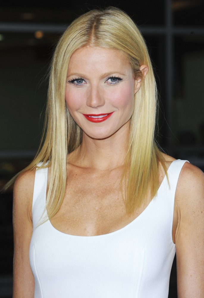 gwyneth-paltrow-premiere-thanks-for-sharing-04
