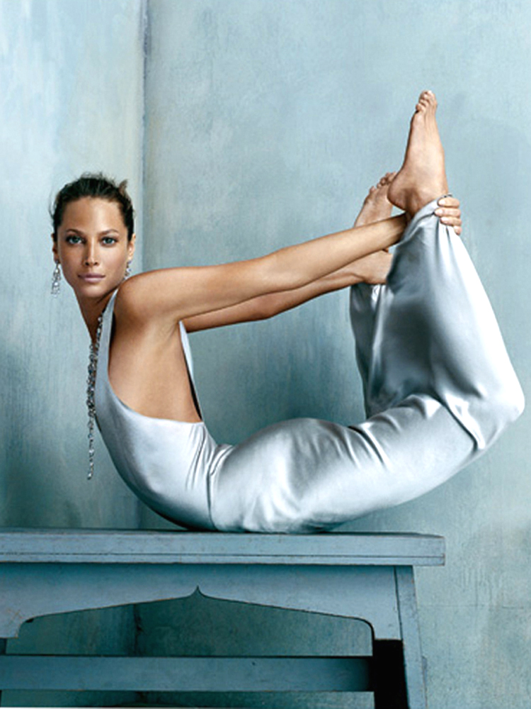 Famous-Celebrity-Yoga-Christy-Turlington-American-model-13