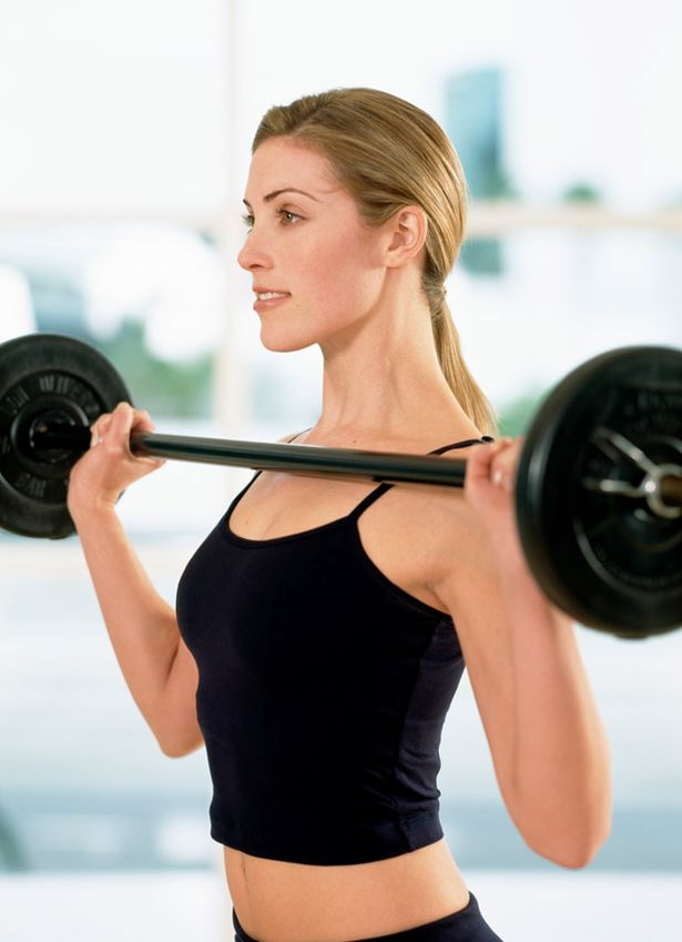 Woman+lifting+weights