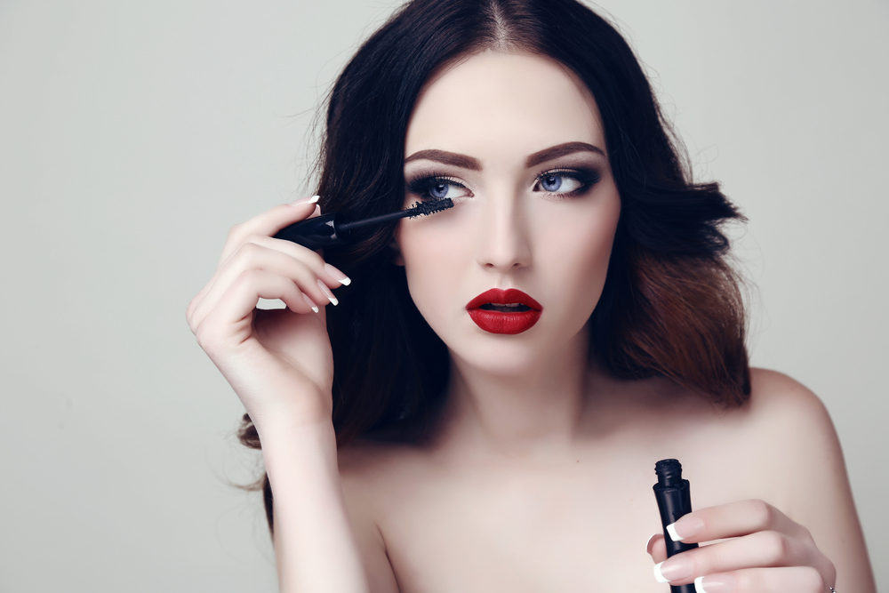 lionesse-beauty-trends-of-the-20s-mascara