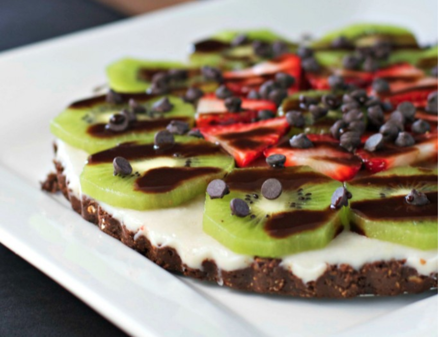 Raw pizza with kiwifruit, chocolate and strawberries
