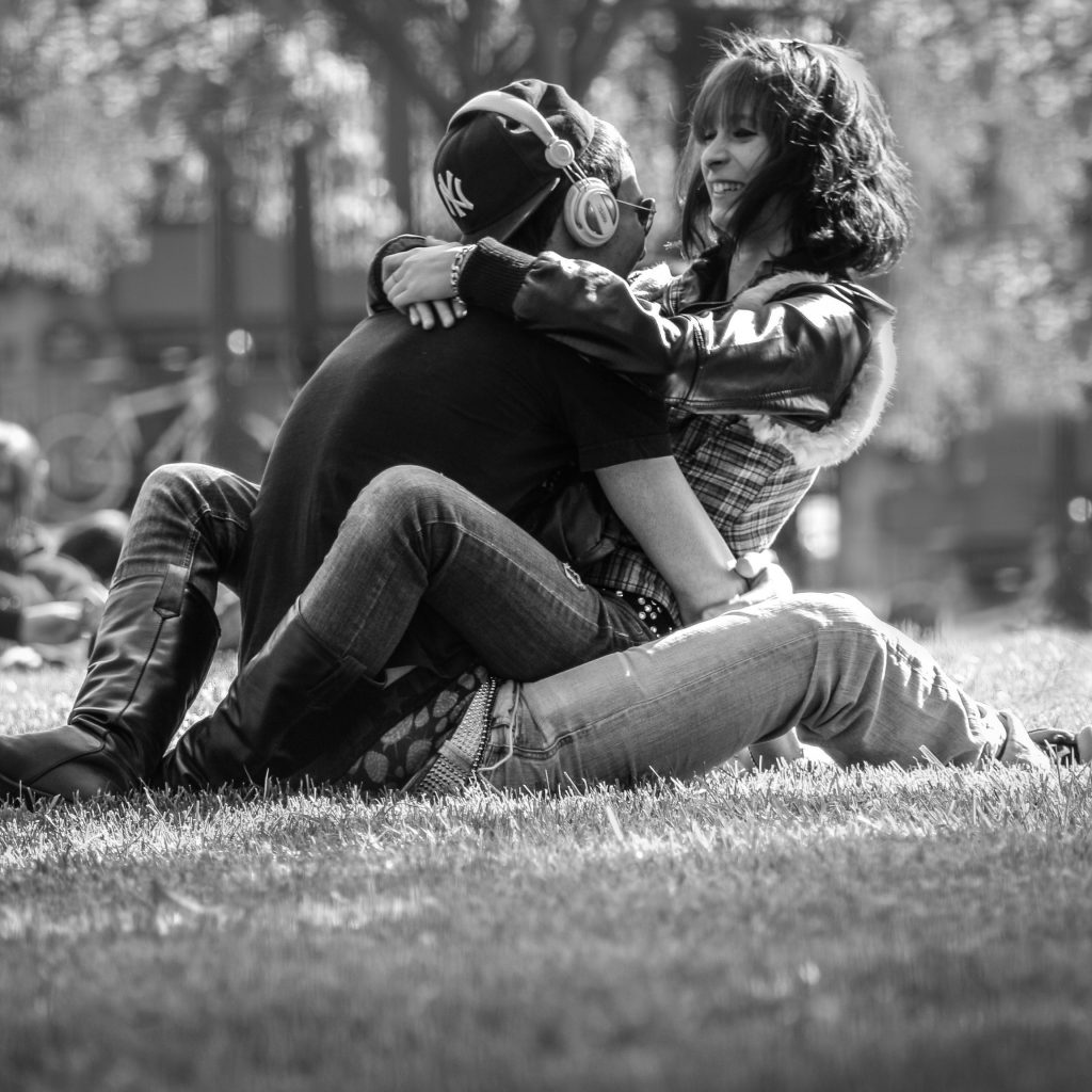 couple on grass hugging in black and white